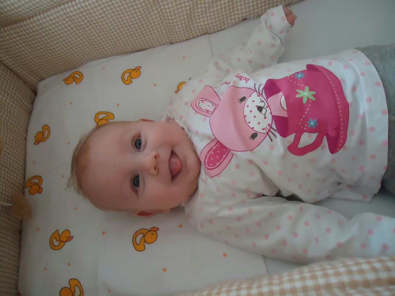 Baby im Bettchen